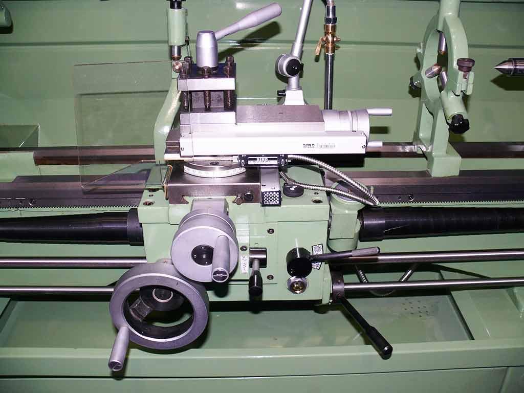 Tour pour les métaux avec une distance entre les centres de 1000 mm modéle Multitech 1000-51 Digicom