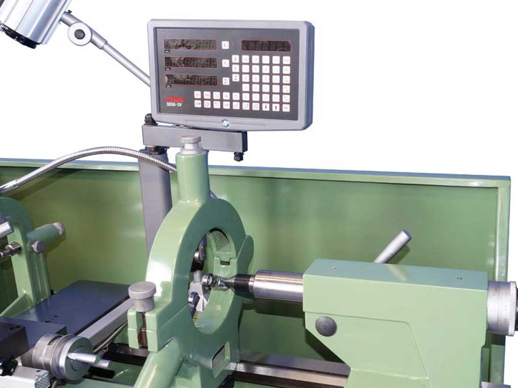 Metalworking lathe with 2 axis digital readout, distance between the center 1000 mm