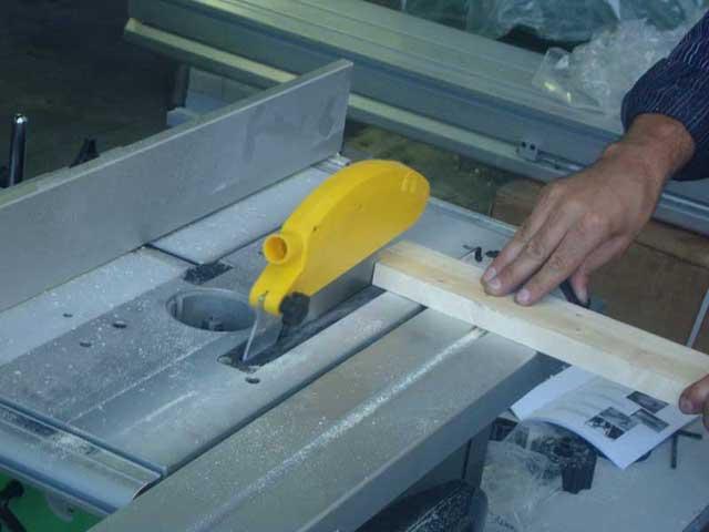 Lavorazione del legno con la macchina per legno cosmos for Obi taglio legno